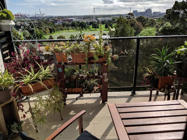 City Fringe Quiet Room with Park Views