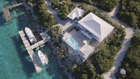 #1 Luxury Villa w/Swim Up Pool Bar Outdoor Kitchen & Dockage for the Yacht