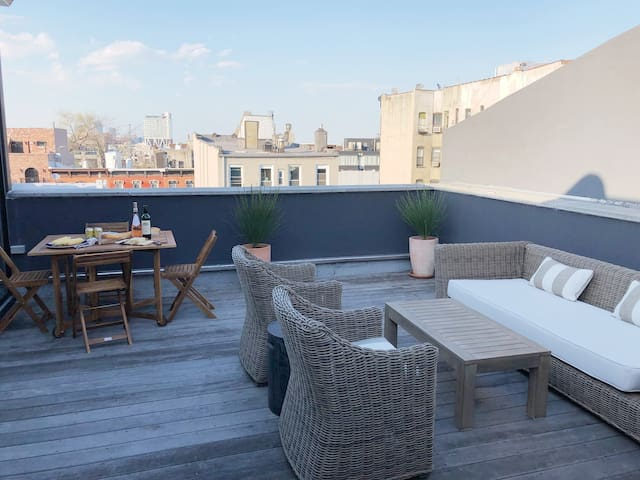Beautiful 1 bedroom apt with private rooftop