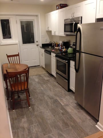 Renovated apartment 10 min from H Street - Washington - Lägenhet