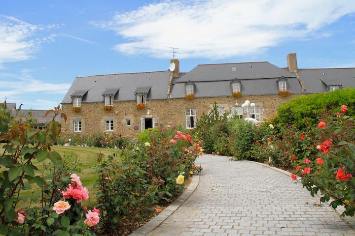 Studio 2personnes Piscine Hotel-Spa-St-Malo - Saint-Jouan-des-Guérets