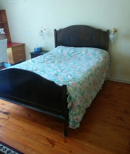 Large room available in a great area. - Kensington Park