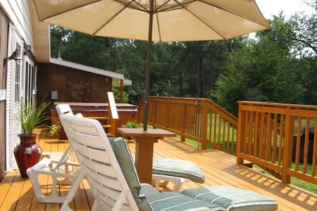 *Castle Rock Lake*  Clean and Cozy with Jacuzzi - New Lisbon - Outros