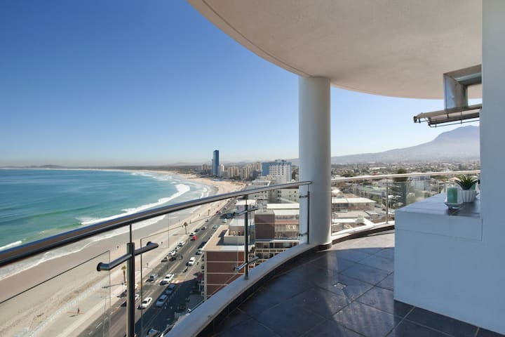 Spectacular 3 bedroom Seafront Apt-