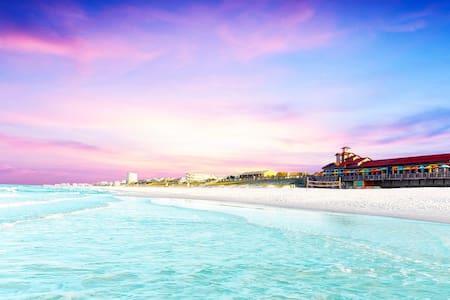 ⭐️ Miramar Beach Condo-just steps from the beach⭐️