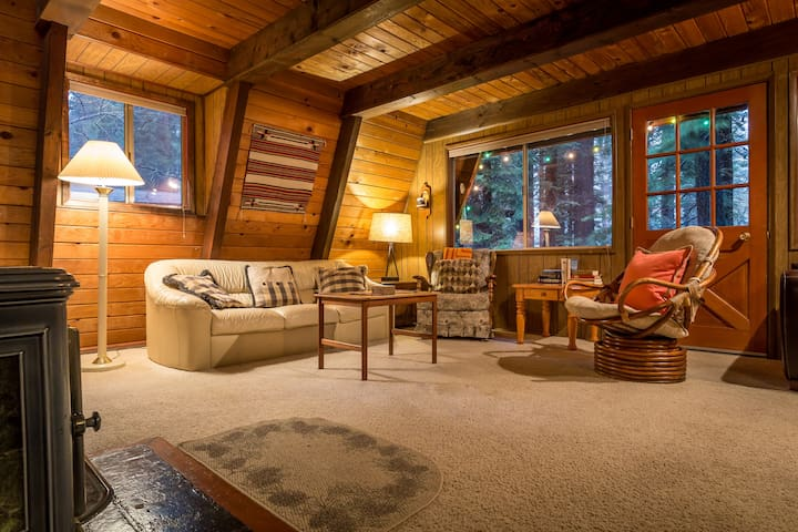 Cute & Cozy Cabin at Donner Lake - Truckee - Cabana