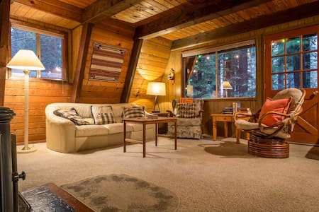 Cute & Cozy Cabin at Donner Lake - Truckee - Cabin