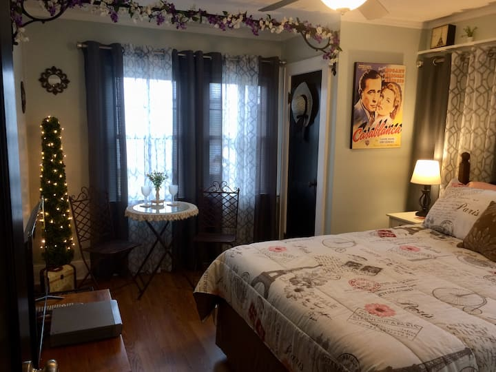 *NEW* The DownTowner B&B: Casablanca Suite #3