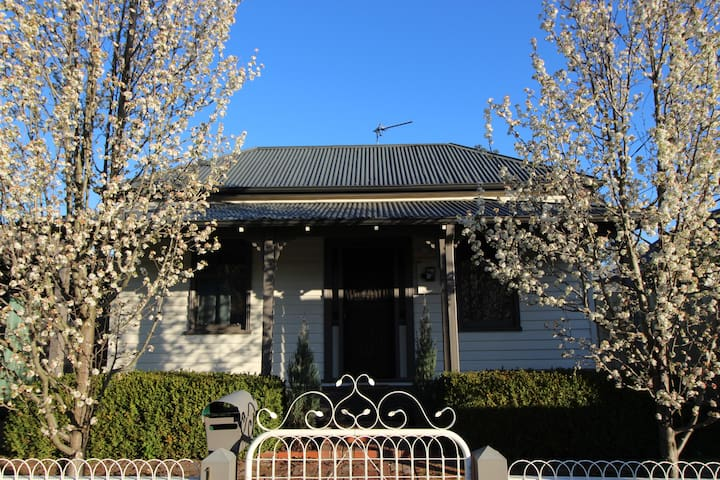 Updated Traditional Miners Cottage! Ballarat East