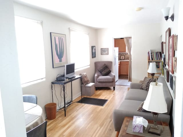 Rt 66 Central Nob Hill Area Apartment