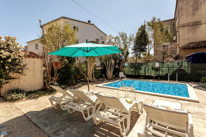 APP 1-6PE WITH POOL AND GARDEN 230M2 NEAR OLD TOWN
