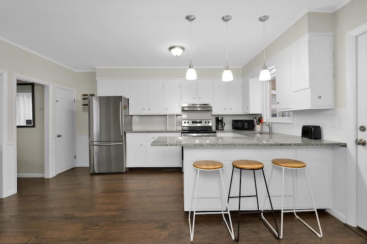 Renovated Apartment in Biddeford With Water View