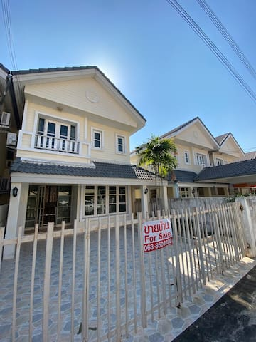 Entire house walking distance to Cha Am Beach