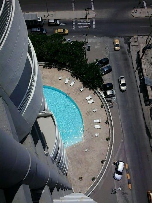 piscina con vista al mar, limpia y agradable,