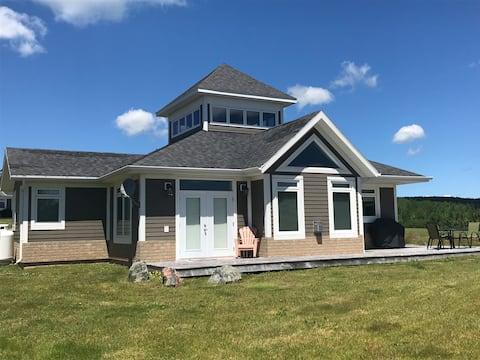 Baddeck Lakeside Home - free golf for 2 Bell Bay