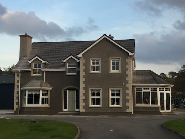 Charming accomodation in idilic country location - Ballybofey - 一軒家