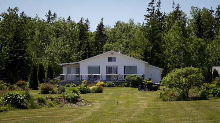 Crescent Isle Cottages - Waterfront Home