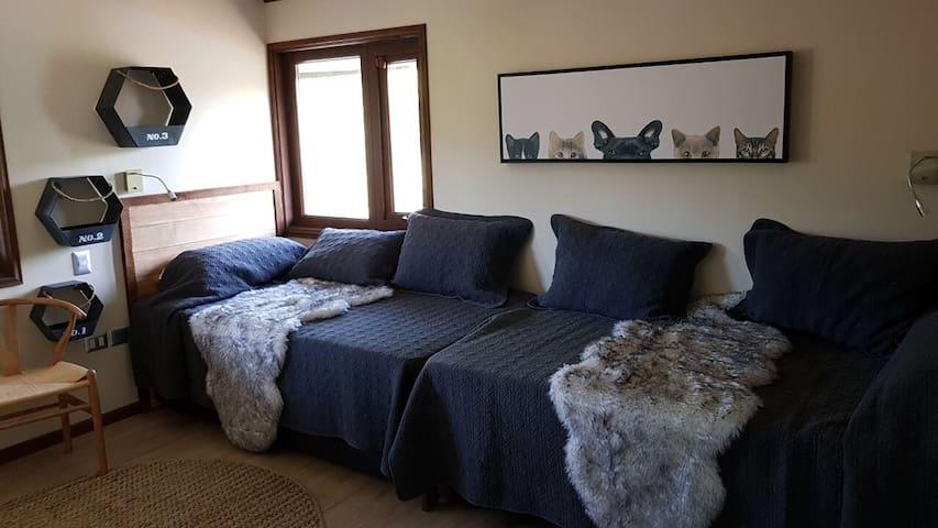 Dormitorio con 2 camas nido ( 2 abajo)