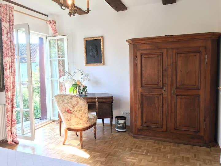 Independent room+bathroom in Überlingen Bodensee