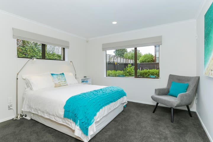 EPSOM - Comfy Queen Room & Ensuite - Auckland