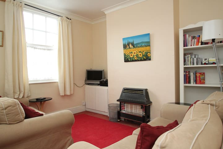 White Rose Cottage is 4 min walk to town centre - Beverley - House