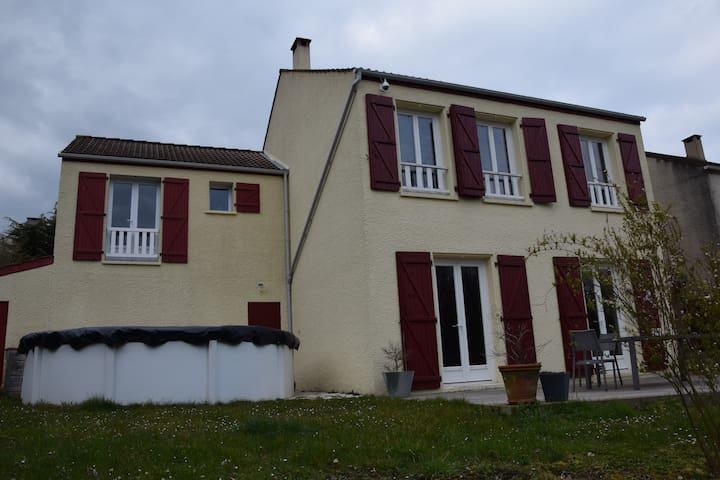Chambre lit double à 10 mn RER A - Jouy-le-Moutier - Huis