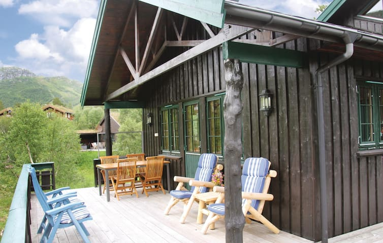 Holiday cottage with 4 bedrooms on 90m² in Hovden