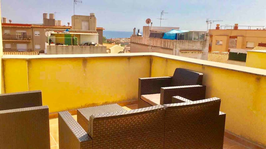 HUGE PENTHOUSE ROOM WITH PRIVATE BATH & TERRACE A3