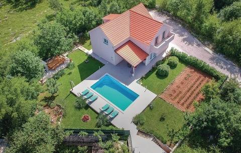 VILLA RADOŠEVIĆ by SPLIT-heated pool,jacuzzi,sauna