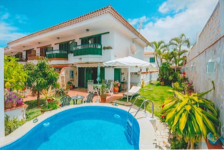 Haus mit garten und pool  Traumhaftes Haus mit Pool und Garten - Townhouses for Rent in ...