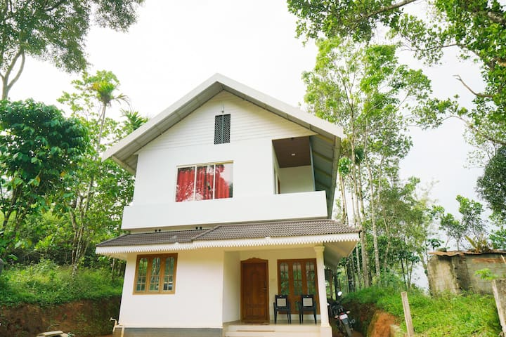 OYO Marked Down! Cosy 1BHK Home in Bison Valley, Munnar