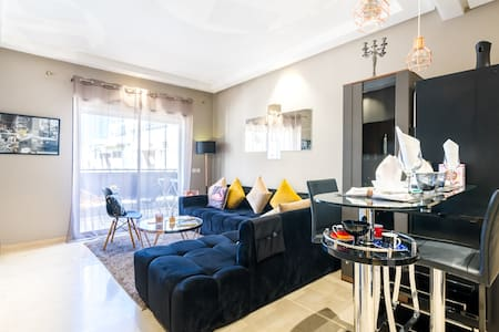 LUXURIOUS & ELEGANT FLAT ♠️ Very Very well located