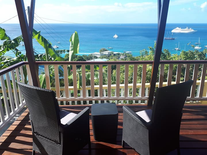 The Lookout Villa, Hummingbird Deck