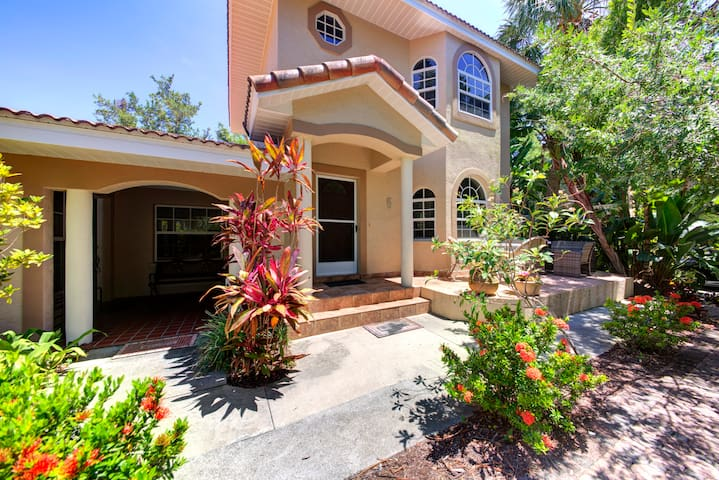 Beautiful property on Siesta Key from bay to beach