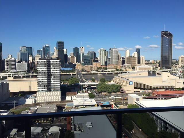Brand New Luxury Top Floor Full City Views - South Brisbane - อพาร์ทเมนท์