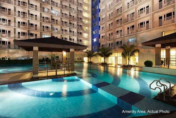 Cozy Sun Condominium With Many Amenities & Shops