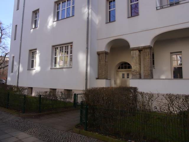 Schönes Altbauzimmer in Berlin Steglitz - Berlin - Daire