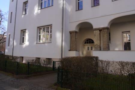Schönes Altbauzimmer in Berlin Steglitz - Berlin - Appartement