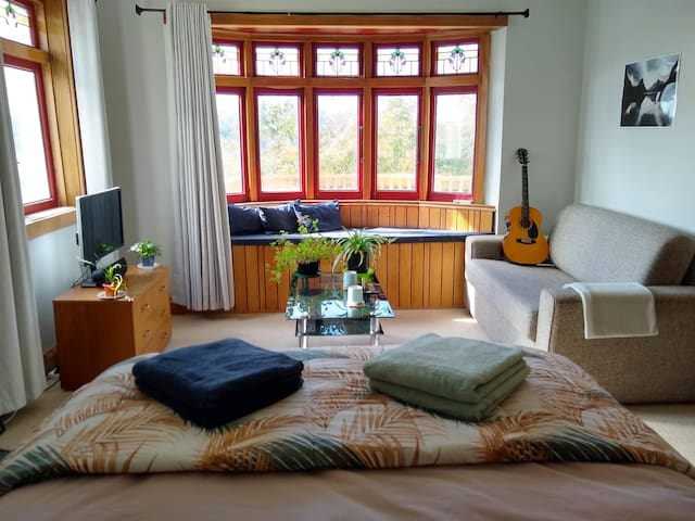 Cozy Double Room with Harbour View, Lounge & TV