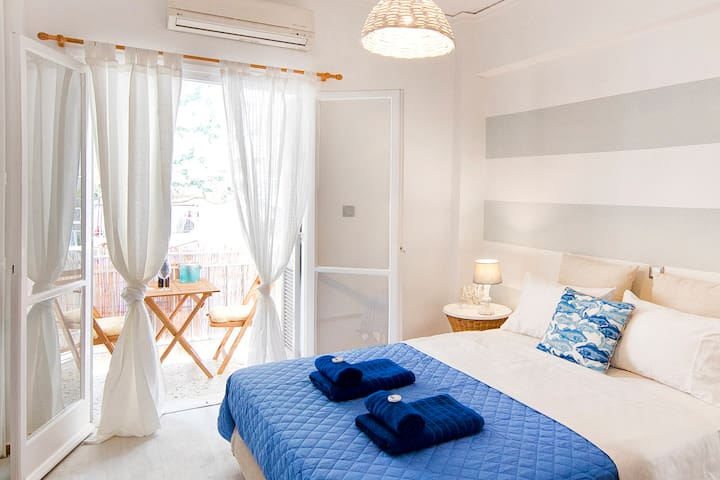 Cute little island studio oasis near Acropolis!