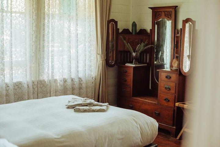 Hobo Homestead - Barefoot Retreat - Jade Room