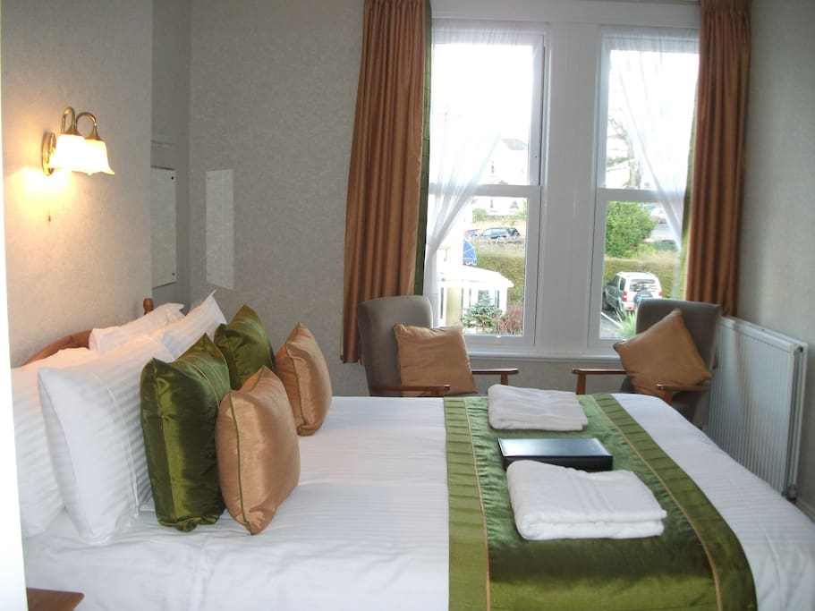 All rooms are enpsuite, have a seating area, beverage tray and welcome toiletries