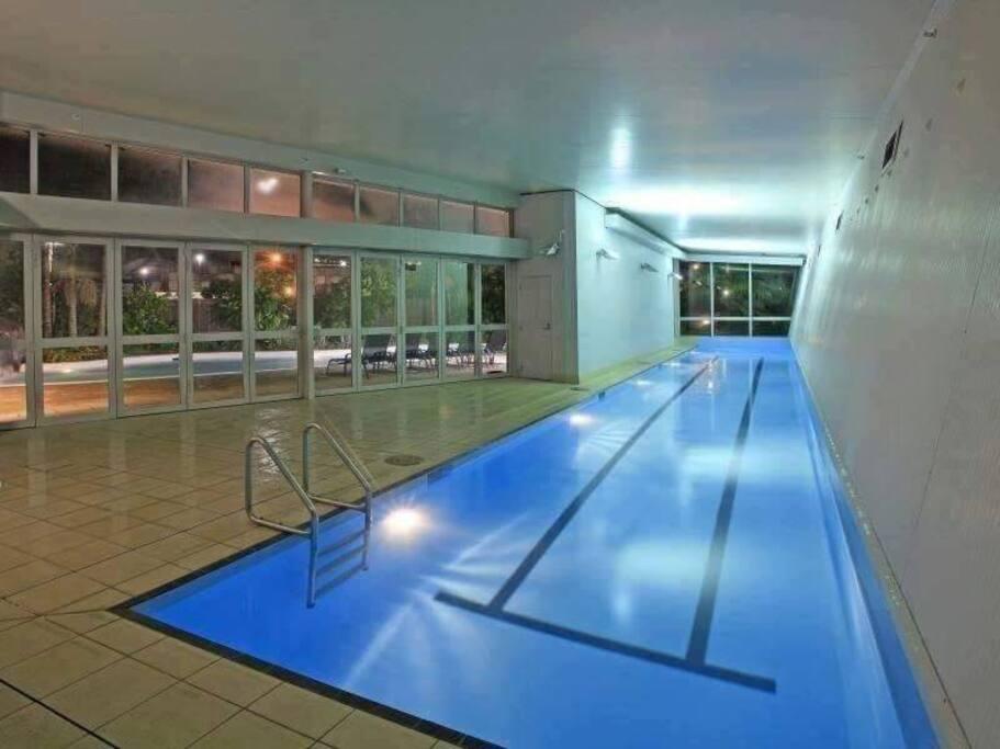 Indoor lap pool, sauna & spa pool