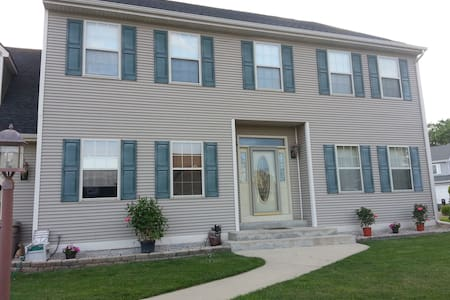 Peaceful, Relaxing, and Comfy Home In Racine WI