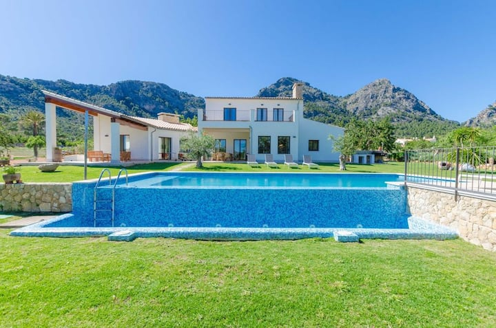 Villa La Gubia with Mountain View, Wi-Fi, Pool, Garden, Balcony & Terraces; Parking Available
