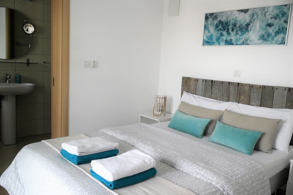 Bedroom with double bed with fresh bed linen