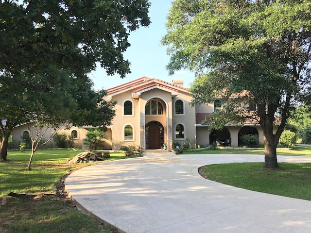 Dallas Dream Mansion on the Lake Front. - Highland Village