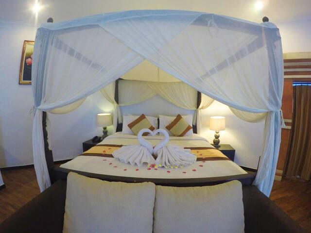 Honeymoon Suite Room near Uluwatu Beach