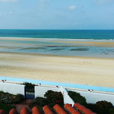 Primera línea de playa urbanización pueblo andaluz