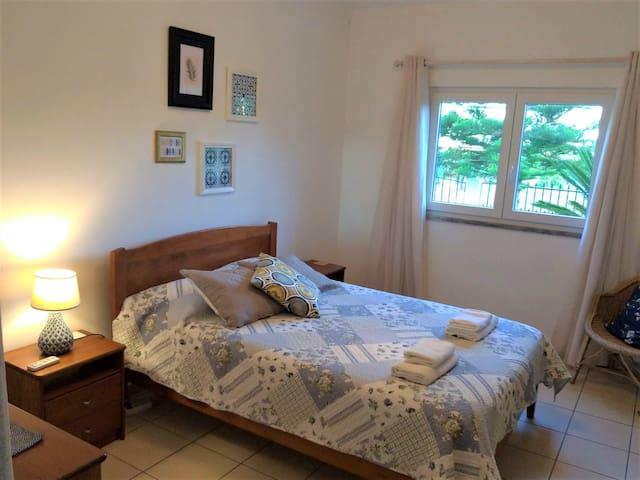 Bedroom with en suite, picture 2